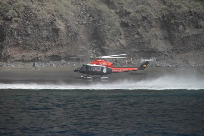 Вертолёт кого-то спасает в Los Gigantes